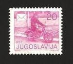 Sellos de Europa - Yugoslavia -  repartiendo el correo en moto