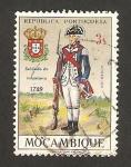 Stamps Africa - Mozambique -  uniformes militares, soldado de infantería