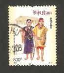 Sellos de Asia - Vietnam -  traje típico de brau