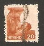 Stamps : Asia : India :  716 - amamantando a su hijo