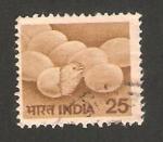 Stamps : Asia : India :  594 - pollo saliendo del cascaron y huevos
