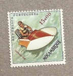 Stamps Africa - Mozambique -  Canoa a motor