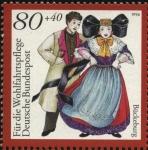 Sellos de Europa - Alemania -  Pareja con trajes tradicionales en la ciudad de Bückeburg.