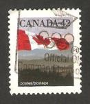 Sellos de America - Canadá -  bandera con colinas al fondo
