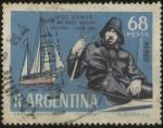 Sellos de America - Argentina -  Vito Dumas -1900-1965- y su velero Lehg II. Destacado deportista y gran navegante. Primer navegante