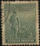 Sellos de America - Argentina -  FFFF El labrador surcando la tierra con arado de mano.