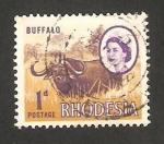 Sellos del Mundo : Africa : Zimbabwe : rhodesia - elizabeth II y un búfalo
