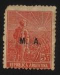 Stamps America - Argentina -  Labrador surcando la tierra con arado de mano. Sobreimpreso M. A. Ministerio de Agricultura.