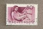 Stamps Hungary -  Trabajadora en fabrica textil