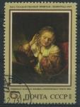 Sellos de Europa - Rusia -  Scott 4142 - Mujer probandose pendientes (Rembrandt)