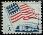 Sellos de America - Estados Unidos -  Bandera E.E.U.U. y La Casa Blanca