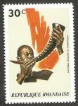 Stamps : Africa : Rwanda :  instrumento musical cuerno de Camerún