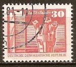 Sellos de Europa - Alemania -  Monumento en conmemoración de los Trabajadores en Halle-Saale,Berlín-DDR