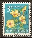 Sellos de Oceania - Nueva Zelanda -  Puarangi (Hibiscus).