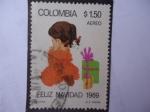 Sellos de America - Colombia -  Feliz Navidad - Niña con regalos de Navidad.