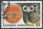 Sellos de Europa - Grecia -  GRECIA SCOTT_1595 BUHO EN MEDALLON