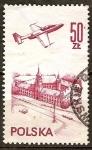 Sellos del Mundo : Europa : Polonia : PZL-Mielec TS-11 Iskra avión de entrenamiento sobre el castillo de Varsovia.