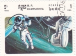 Sellos de Asia - Camboya -  Astronauta en el espacio