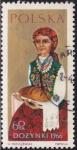 Stamps Oceania - Pitcairn -  Mujer con barra de pan