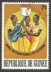 Stamps : Africa : Guinea :  556 - Año internacional de la mujer, Orquesta femenina