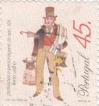 Sellos de Europa - Portugal -  VENDEDOR DE HOJALATA -PROFESIONES DEL SIGLO XIX