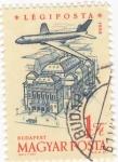 Sellos de Europa - Hungría -  Avión sobrevolando Budapest