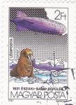 Sellos de Europa - Hungría -  dirigible sobre la Antartica