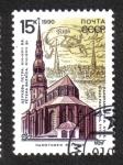 Stamps Russia -  La iglesia de San Pedro en el fondo de la antigua Riga
