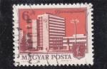 Sellos de Europa - Hungría -  Edificio en Dunaújváros