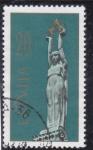 Sellos de Europa - Letonia -  estatua