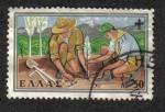 Sellos de Europa - Grecia -  Los Scounts Plantando árboles