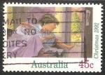 Stamps Australia -  Niño saltando de la cama la mañana de Navidad,
