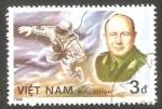 Stamps : Asia : Vietnam :  Leonov, y primera salida al Espacio