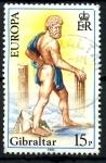 Sellos de Europa - Gibraltar -  GIBRALTAR_SCOTT 401 HERCULES CON UN PIE EN GIBRALTA Y OTRO EN MARRUECOS. $0,4