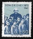 Sellos de Europa - Italia -  Padre Luigi Orione con niños