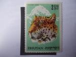Sellos del Mundo : Asia : Bhután : Pantera Uncia - Tigre de pintas.