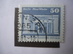 Stamps Germany -  Berlín-Neue Wache. Nuevo reloj.
