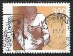Stamps Portugal -  Madre examinando los ojos del niño