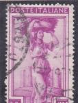 Stamps Italy -  VENDIMIADORA