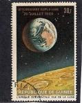 Sellos de Africa - Guinea -  aterrizaje en la luna