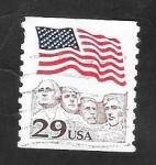 Sellos del Mundo : America : Estados_Unidos : 1932 - Bandera Nacional, y Monte Rushmore