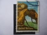 Stamps : America : ONU :  ONU-(Nueva York) Observador con Binoculares - Mantenimiento de la Paz.