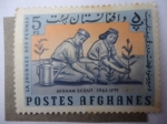 Stamps : Asia : Afghanistan :  Scouts Plantando Árboles.