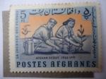 Sellos del Mundo : Asia : Afganistán : Scouts Plantando Árboles.