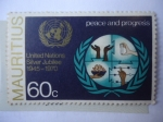 Stamps : America : ONU :  Emblema de la ONU y Símbolo de Paz y Progreso - 25°Aniversario, 1945-1970.