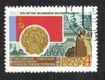 de Europa - Rusia -  50 aniversario de la revolución de octubre. Bandera y brazos rusos de RSS