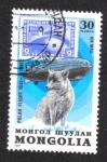 Stamps : Asia : Mongolia :  Vuelo polar de Graf Zeppelin, 50 aniversario. Zorro polar (Vulpes lagopus)