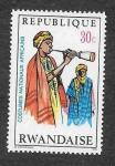 Sellos de Africa - Rwanda -  Traje Nacional Africanos