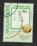 Stamps Africa - Mozambique -  796 - Chitende, instrumento musical