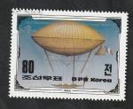 Sellos de Asia - Corea del norte -  200 Anivº del primer vuelo en globo dirigible